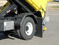 Poly fender for single-axle chassis